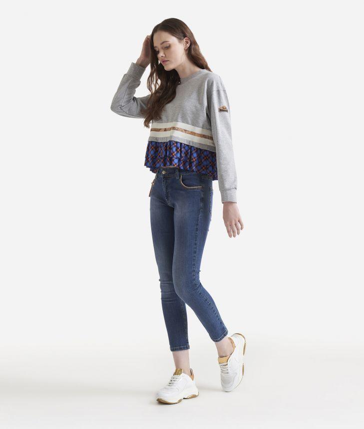 Sweatshirt with ruffles,front