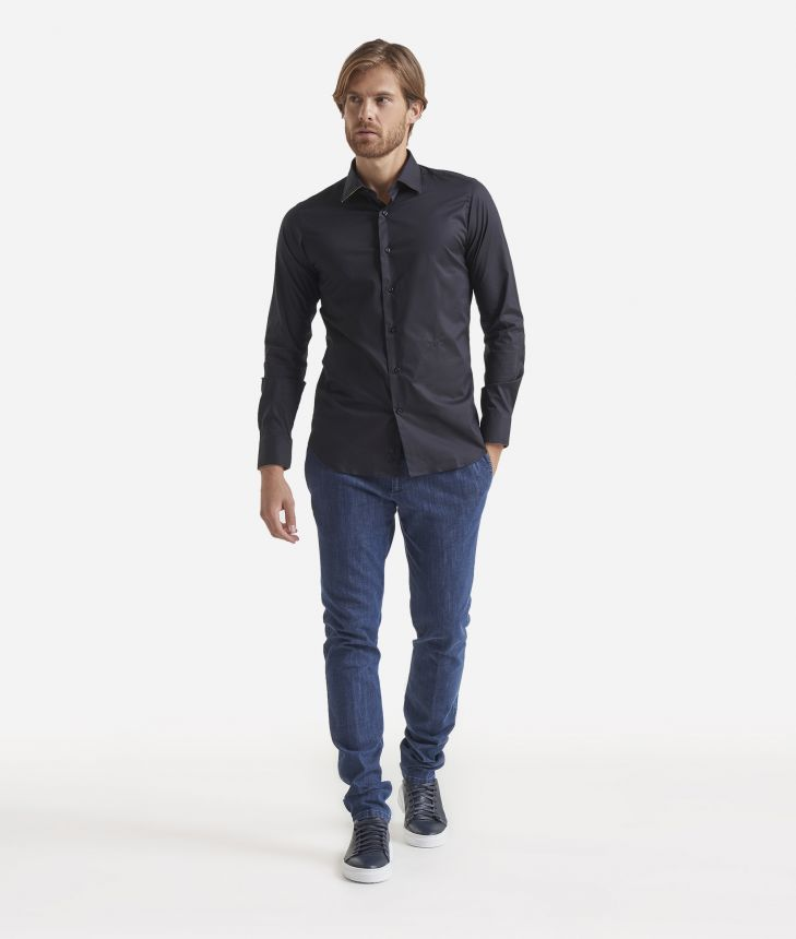 Slim-fit shirt with Geo Classic patches,front