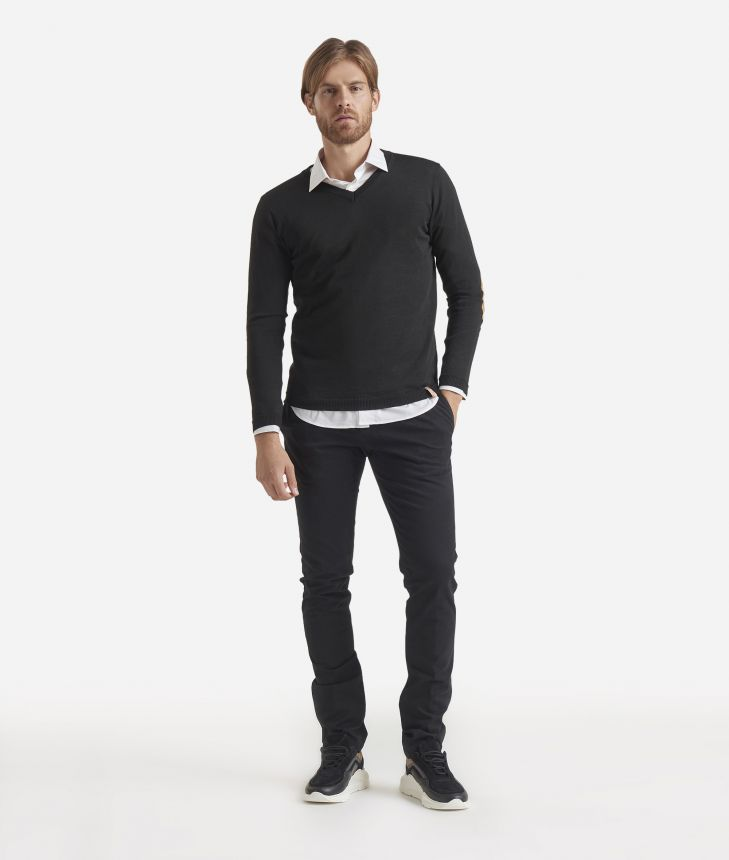 V-neck wool sweater with Geo Classic patches Black,front