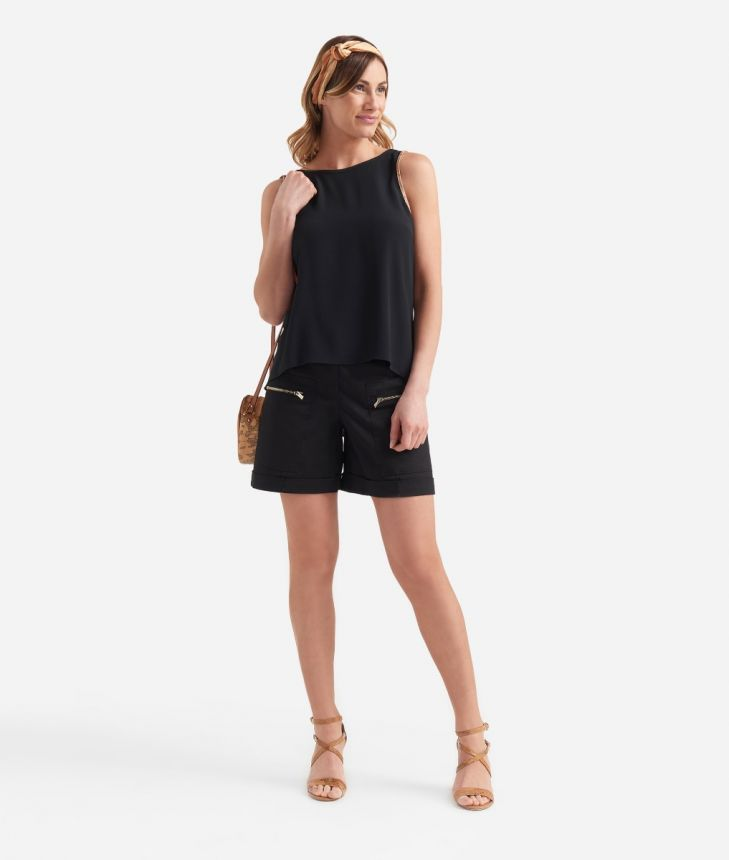 Top with u-neck on the back in crepe de chine Black,front