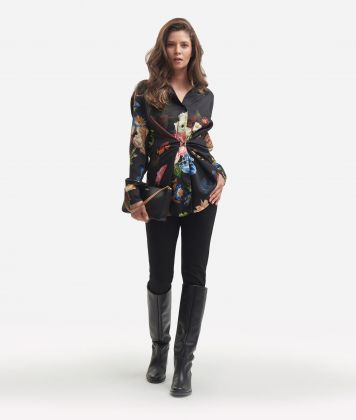 Twill shirt with baroque flower printColor: Black</li
