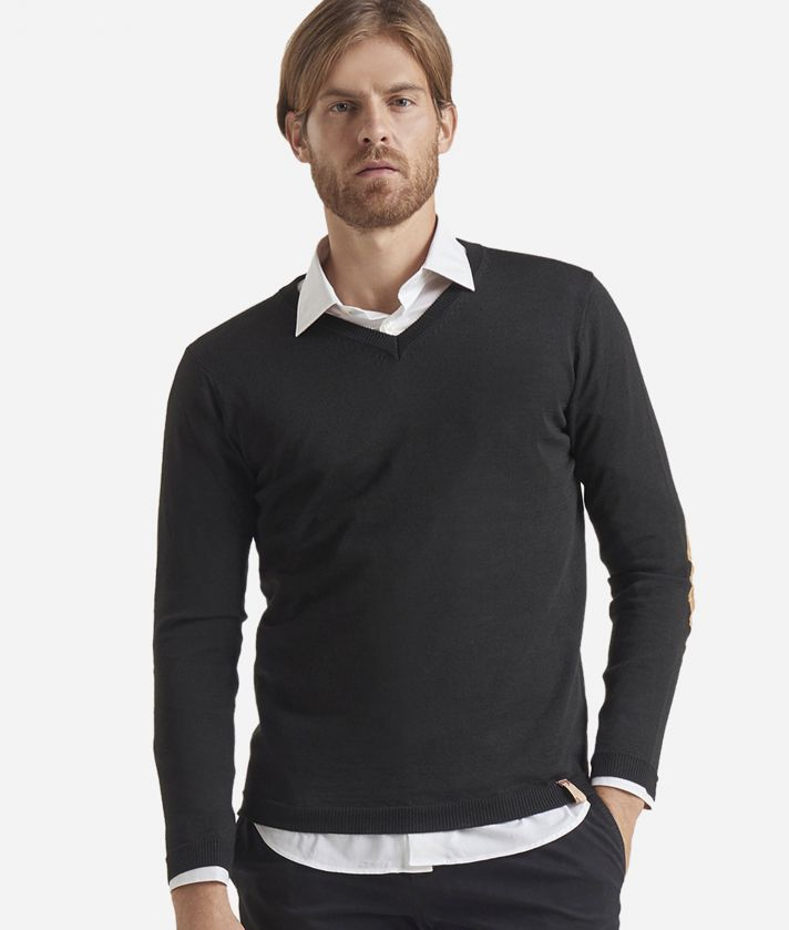 V-neck wool sweater with Geo Classic patches Black
