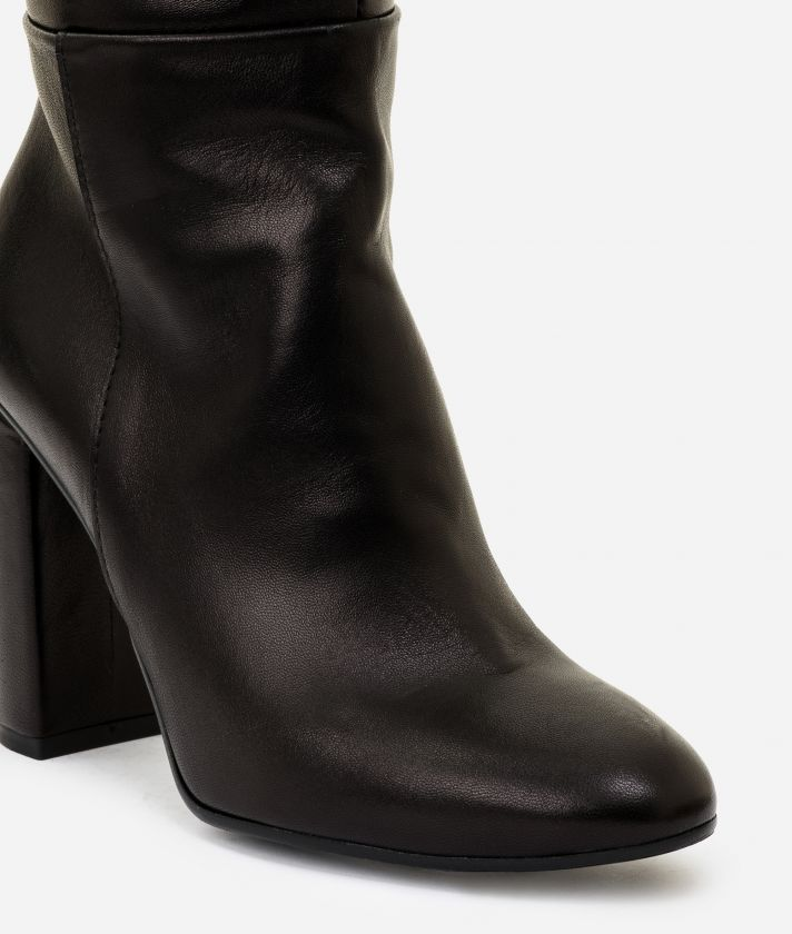 Leather boots with maxi logo Black
