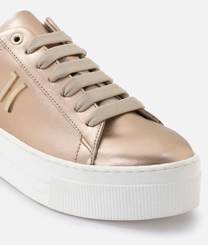 Sneaker in laminated eco-leather Nude