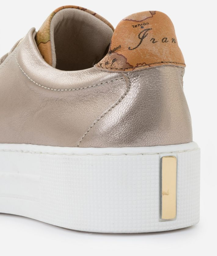 Sneakers in laminated nappa Nude